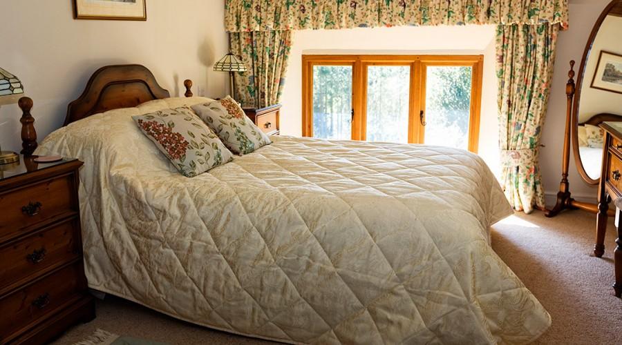 Upstairs bedroom with double bed, bath shower en-suite